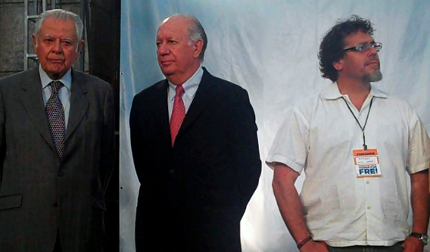 Los ex presidentes Patricio Aylwin y Ricardo Lagos, junto al senador electo del PPD Ricardo Lagos Weber, en los momentos que Eduardo Frei reconocía su derrota electoral.
