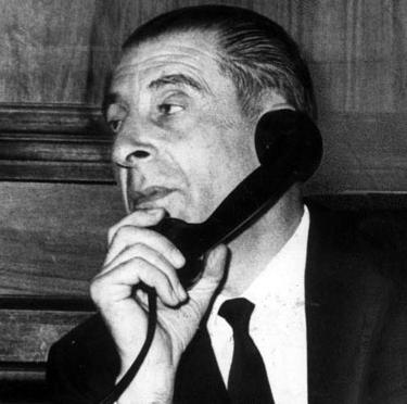 eduardo-frei-montalva-hablando-telefono