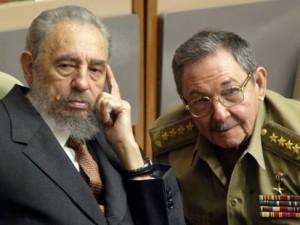 Fidel y Raul Castro
