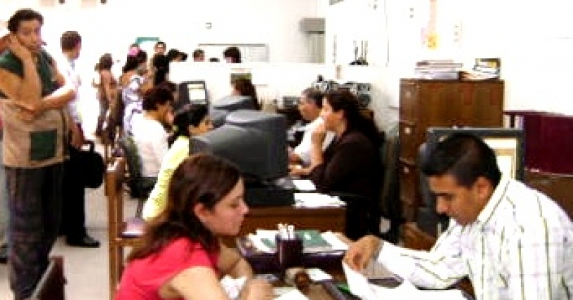 Editorial: Despidos y precariedad laboral en el Estado
