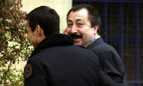 Juez Carroza dicta orden de captura internacional paraGalvarino Apablaza
