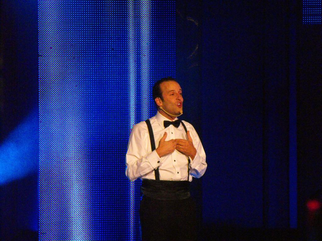 Estefan Kramer haciéndo reir al público asistente con clásicas imitaciones.