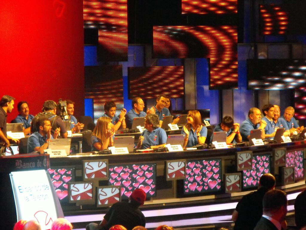 El equipo de telefonistas que atiende donaciones de todas las regiones de Chile.