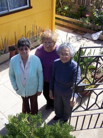 (De izquierda  derecha) Angélica Lazcano, Eliana Morales y Carolina Vega perdieron a sus esposos. Los tres trabajaron casi toda su vida para Enami en Ventanas.