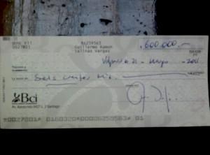 Cheque firmado por Guillermo Salinas, mano derecha de Arturo Martínez.