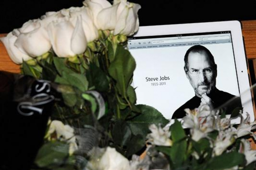 Obama rinde homenaje a Steve Jobs,