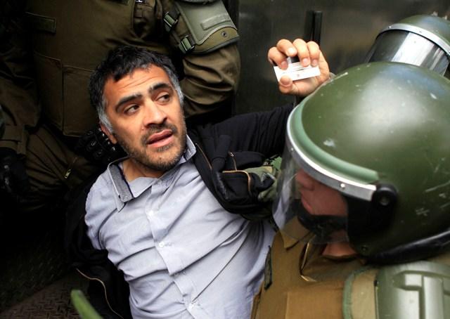 Carabineros detiene al periodista de Chilevisión Luis Narváez