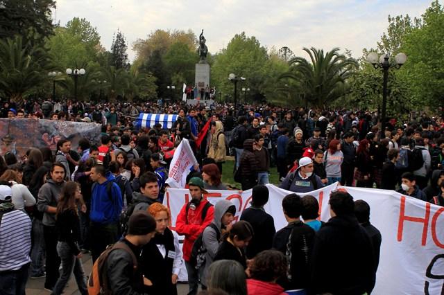 En las inmediaciones de Plaza Italia se reunieron los jóvenes para participar de la movilización