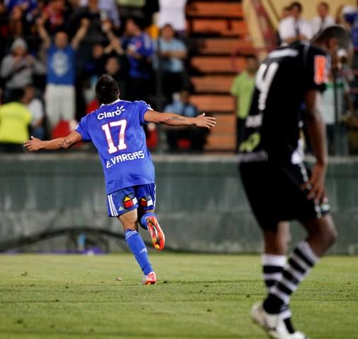 """""""Edu"""" Vargas celebra su octavo gol en la copa"""