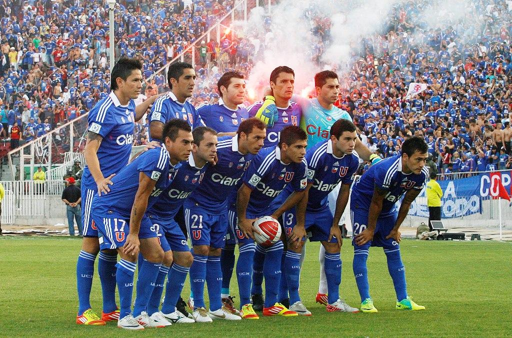 """Alineación de la """"U"""": Herrera; O. González, M. González, Rojas (c); Aránguiz, Díaz, Mena, Lorenzetti; Eduardo Vargas, Canales y Castro."""