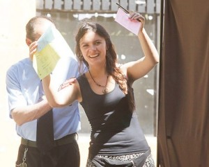 Camila votando Agencia UNO