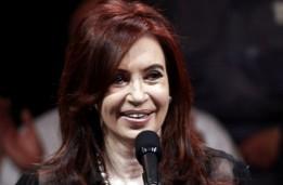 Muchos acusan al gobierno de Fernández de querer asfixiar a los medios opositores al tener el control de la distribución de papel.