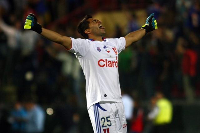 Johnny Herrera celebra el triunfo azulA_UNO_073805