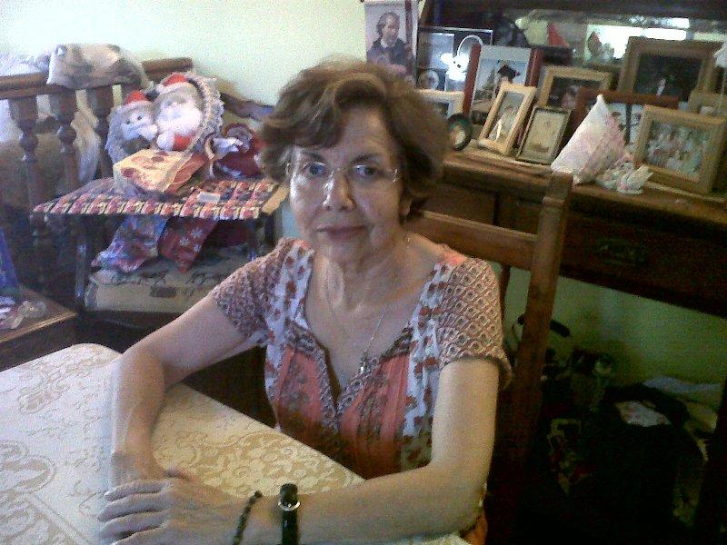 Ingrid Díaz (66) trabajó toda su vida como profesora de Castellano y Lenguaje en colegios de Peñalolén. Su sueldo promedio fue de $ 500.000. Ahora recibe $ 200.000 que se transforman en $140.000 con los descuentos de su isapre.