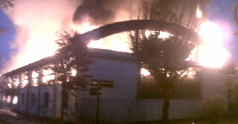 Incendio destruye dependencias de la municipalidad de Cerrillos