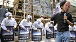 Ha habido críticas sobre las condiciones en las que se hacen los iPhones y los iPads.