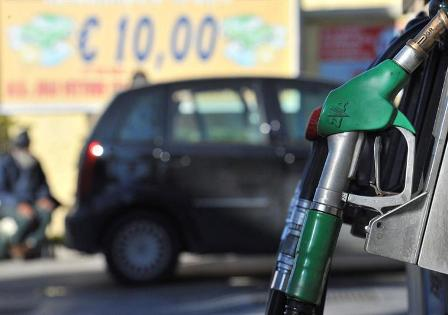 Gasolinas de todos los octanajes suben más de ocho pesos en promedio este jueves