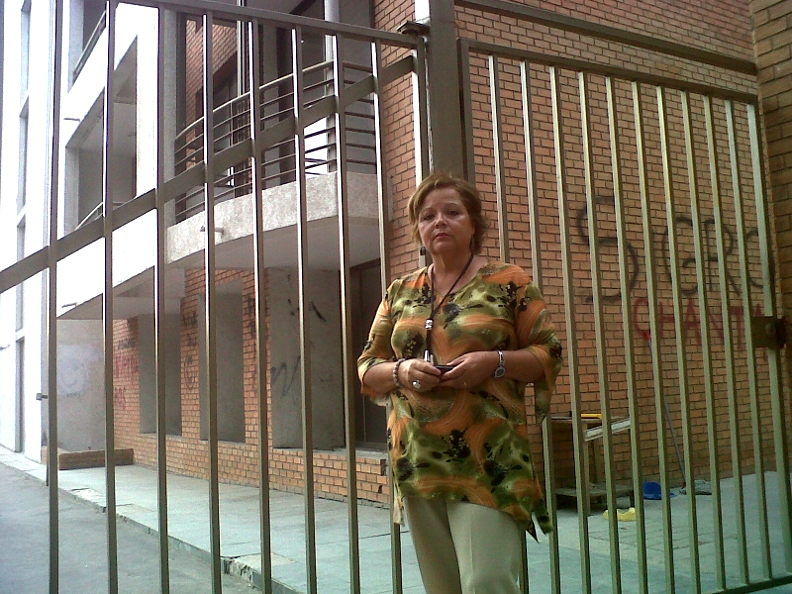 Mirta Peña pagó 60 millones de pesos al contado por su departamento en Avenida Macul. Hoy no tiene departamento, ni una solución habitacional. Además de perder su dinero, debe pagar otro arriendo por $ 210.000.
