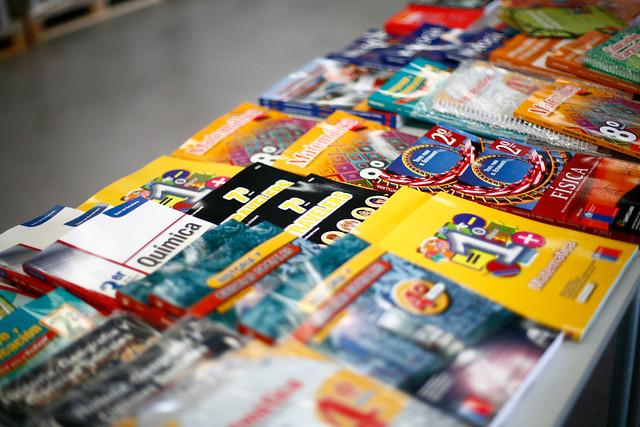 Hasta 29 veces más: Estudio de la FNE da cuenta de grandes diferencias en costos de textos escolares