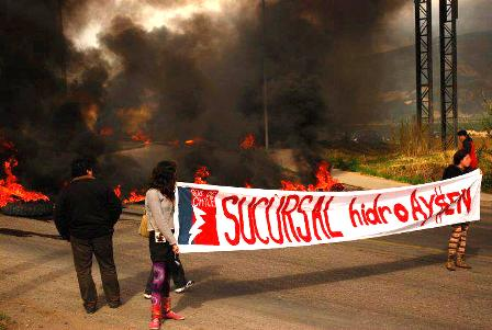 Más de 40 personas llegaron hasta la ruta que une Coyhaique con Balmaceda al mediodía de ayer.