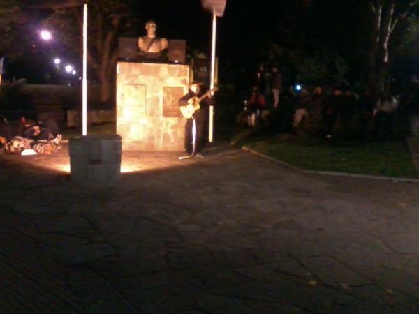 Hasta música en vivo surgió en la ocupación de la Plaza de Coyhaique (Foto: @contreraspato)