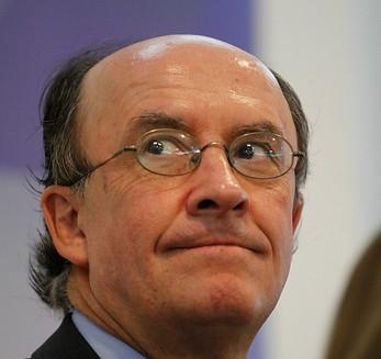 Hombre clave en cifras fraudulentas del BM que perjudicaron a Bachelet es cercano a ex ministro de Piñera, Cristián Larroulet
