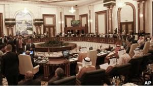 Los representantes de la Liga Árabe urgieron al gobierno y la oposición siria a detener la violencia.