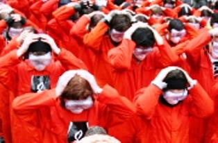 Congreso de EE.UU. aprueba  ley de defensa que aún impide cerrar Guantánamo