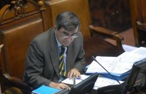 Camilo Escalona en el Senado 76