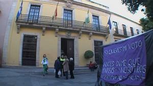 """La carpa frente a la alcaldía es denominada """"campamento dignidad"""" por sus ocupantes."""