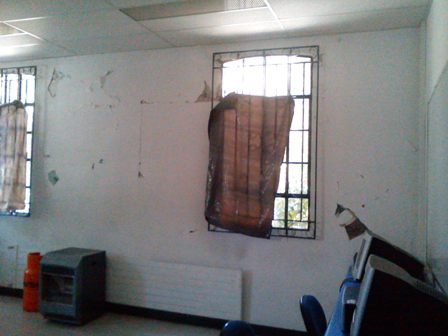 El deterioro es evidente al interior de algunas salas.