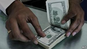 La iniciativa impuesta a fines de octubre de 2011 establece que el fisco debe autorizar toda compra de divisas.