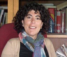 En España, Gloria Arancibia es experta en intervención social con mujeres, como agente de igualdad de oportunidades, así como experta en psicología jurídica,  lo que le ha permitido conocer y familiarizarse con la gran problemática que existe en estos momentos en relación a la mujer: la violencia de género.
