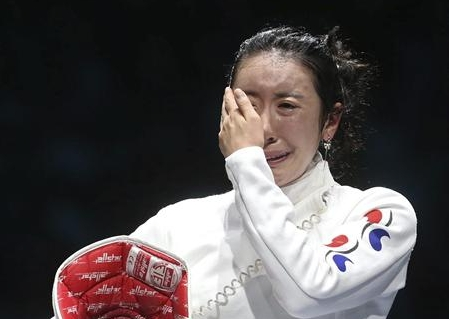 Polémica y lágrimas en la prueba de espada femenina