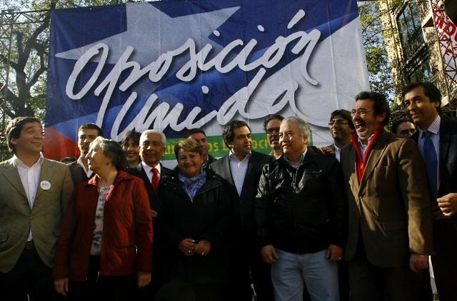 Oposición inscribe ante el Servel sus aspirantes a alcaldes con el objetivo de