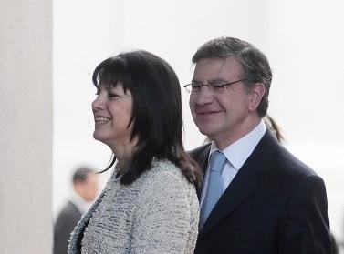 El libro que cuenta como Joaquín Lavín financió la campaña a concejal de su esposa