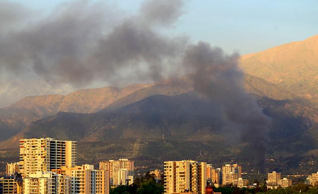 Academia de Guerra sufre gigantesco incendio y Ejército descarta que llamas alcancen explosivos