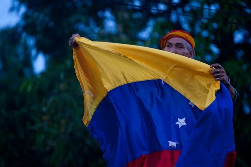 Chávez y Capriles cierran campaña entre multitudes y con promesas de victoria