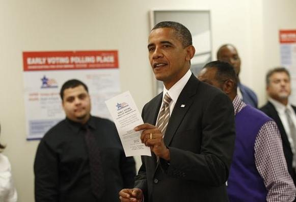 Obama vota por anticipado y Romney promete