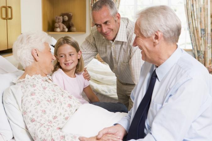 Hospitalización domicilaria: mejores expectativas de vida para adultos y la tercera edad