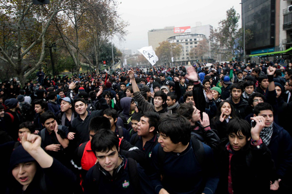 Estudiantes de colegios privados salen a marchar por la educación