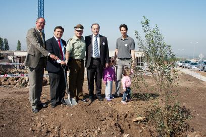 Con plantación de su primer árbol el Colegio Alemán de Chicureo inicia proyecto educativo inédito en Chile