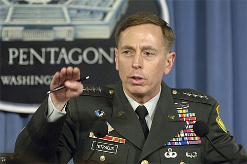 Director de la CIA renuncia tras reconocer una relación extra matrimonial