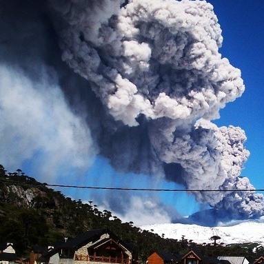 Vecinos del Volcán Copahue en alerta ante posible evacuación del sector