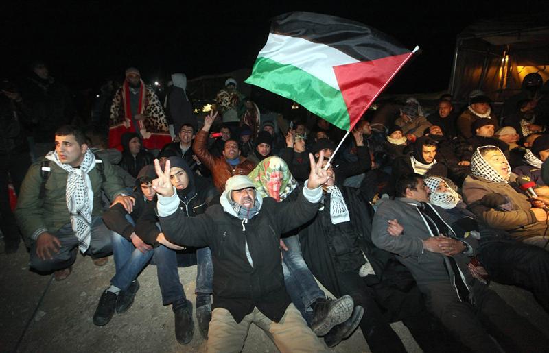 Policía israelí desaloja campamento palestino en Jerusalén Este