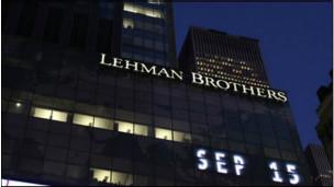 Si antes de la caída del Lehman Brothers, la deuda se centraba en el sistema financiero privado, ahora se ha desplazado otra vez al estado.