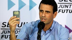"""El líder opositor Henrique Capriles pidió """"respetar"""" la Constitución."""