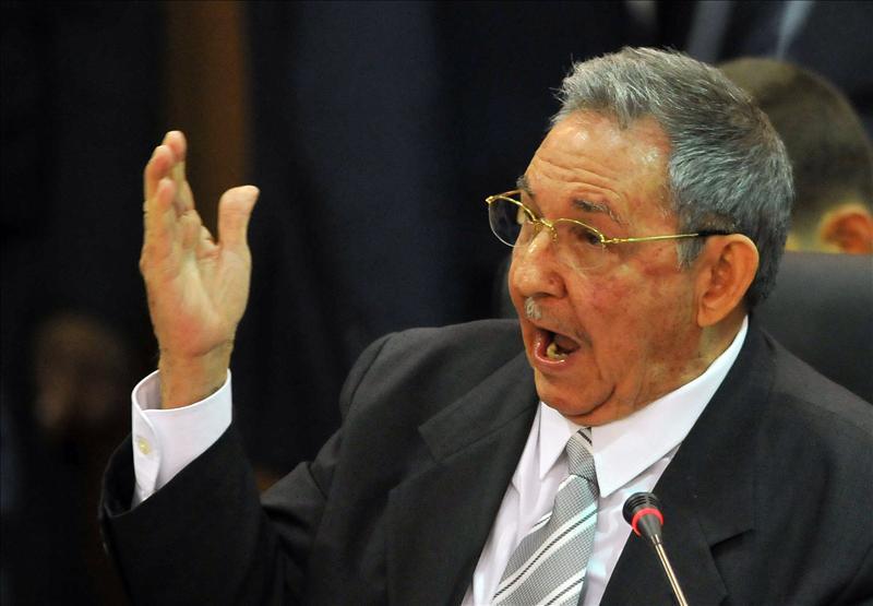 Carlos Peña enrostra a la UDI y al PC inconsecuencias éticas en materia de Derechos Humanos