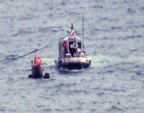 Helicóptero naval cae al mar en El Tabo cuando realizaba operativo de rescate de bañistas