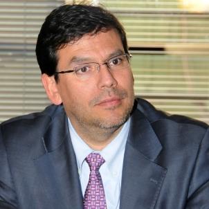 Alberto Arenas: el hombre que vigila con lupa el programa de Bachelet